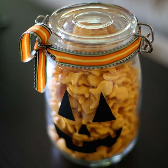 Pumpkin Jars - so cute and easy, and would make an awesome gift! #halloween