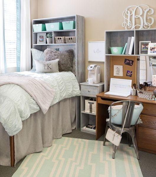 I love preppy dorm room decor like this! So many dorm room ideas!