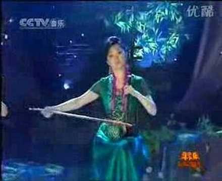 三音并起,三美女共奏一曲《在那遥远的地方》于红梅(二胡)、赵聪(琵琶)、陈悦(笛子) - YouTube
