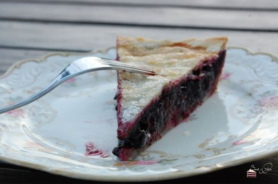 Blueberry Pie von Zucker, Zimt und Liebe  http://sweetpie.de/2014/08/15/blueberry-pie-eine-bombastische-uberraschung-buchvorstellung-zucker-zimt-und-liebe/