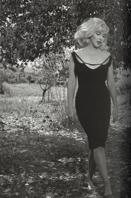 """Marilyn Monroe in Nevada on the set of """"The Misfits"""", the last film that she completed. It's based on a short story that her husband Arthur Miller had developed into a screenplay with the idea of providing her with a role in a drama. Directed by John Huston, it was filmed in the Nevada desert, and focused on the friendship between a recently divorced woman and three aging cowboys. Filming was between July and November 1960. Photo by Inge Morath."""