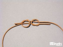 Verstellbarer Verschluss für Ketten und Armbänder aus Lederschnüren