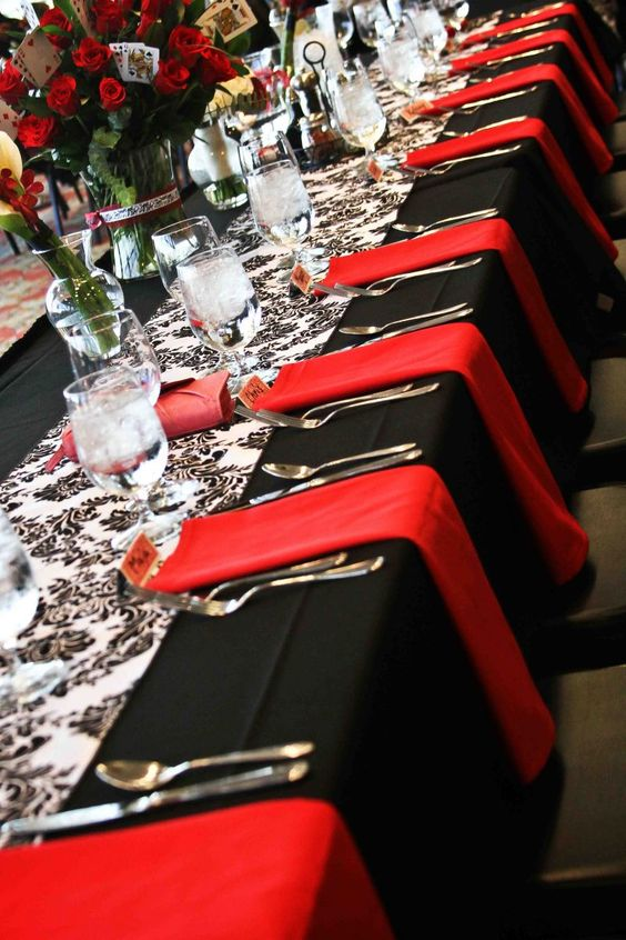I would have my napkins on the table like this but in turqoise!!  & possibly the Black & white taffeta table runners: