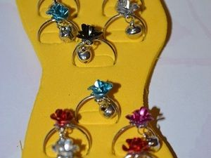 ($0.50) These colorful adjustable toe rings feature flower shapes adorned with soundless bells. You can even wear it on your finger instead of on your toes. imitation rhodium-finished steel flower and bell design 16mm outside diameter, adjustable