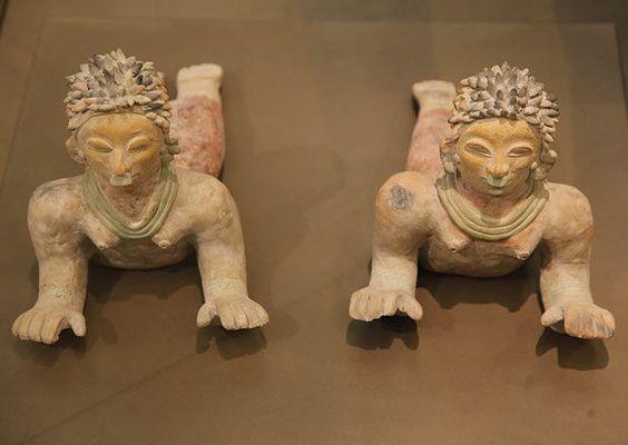 Casa del Alabado. Museo de Arte Precolombino 'Las nadadoras' de la cultura Jama-Coaque. Las llaman así por la posición en la que se encuentran Ecuador