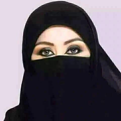 سيدة أعمال سعودية تطلب عريسا وتتكف ل بالمهر بالكامل Black Hijab Arab Women Arab Beauty