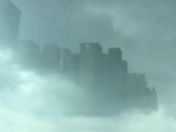 Cidade flutuante aparece no céu da china