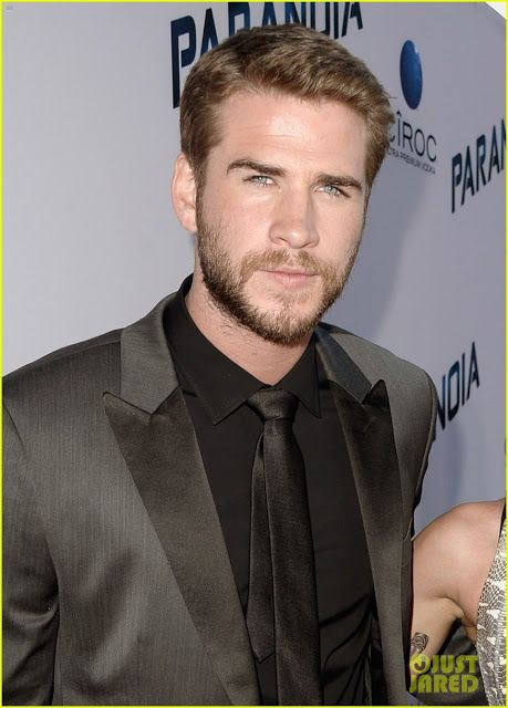 "Celeb Diary: Miley Cyrus & Liam Hemsworth la premiera filmului ""Paranoia"" in Los Angeles"