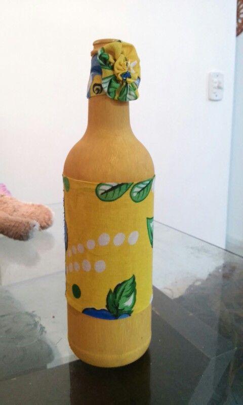 Artesanato com garrafas.