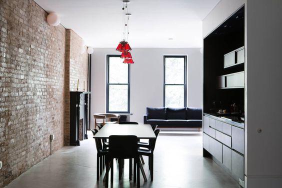 Heute schauen wir uns gemeinsam eine Wohnung im edlen Upper East Side an. Einem New Yorker Stadtteil, dessen Straßen schon hunderte Male als Filmkulisse verwendet wurden.