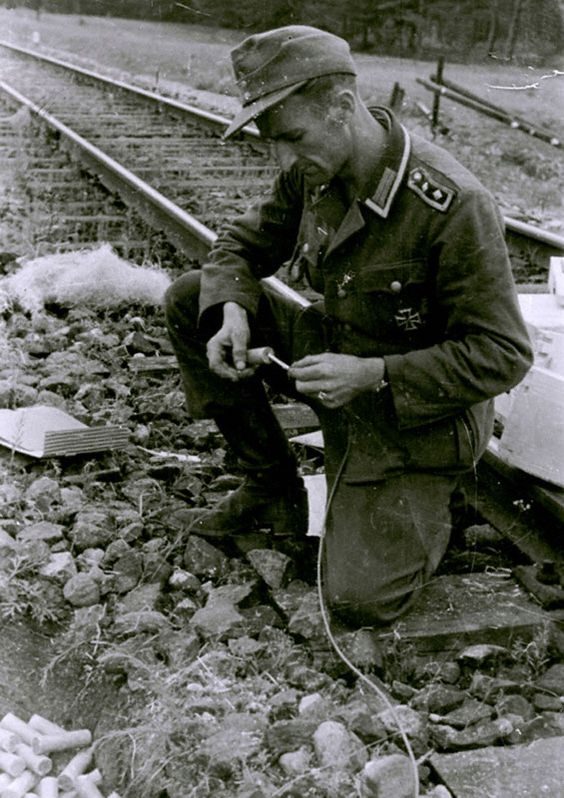Eastern Front, Army Group Center, july 1944: German NCO prepares dynamite and fuse to blow up the railway tracks near Grodno.: Ostfront Polen Udssr Usw, Wwii Germany, Wwii Russia, Wwii War, War Wwii Ger, Nazi Germany Wehrmacht, Wwii East Front, Ww2 Eastern