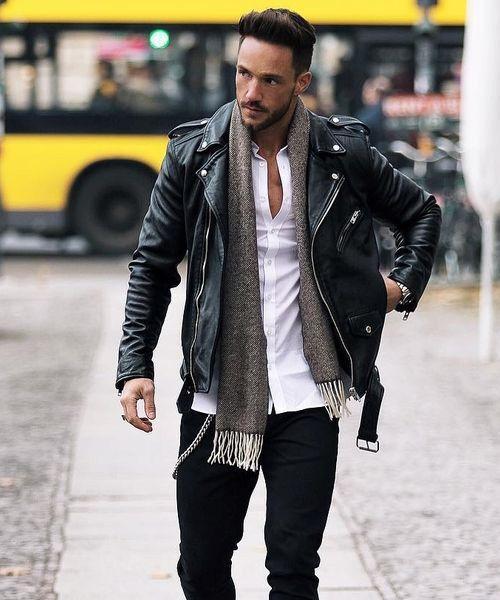 jaqueta de couro com camisa