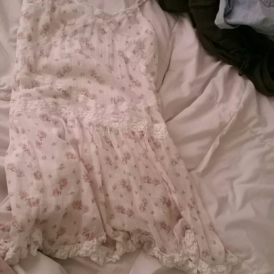 Dress White floral dress, spaghetti straps, lace detailing, worn once Ralph Lauren Dresses Mini