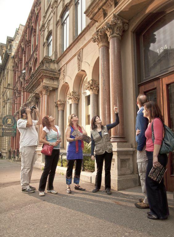 Découvrez la richesse exceptionnelle de Saint John, la plus ancienne ville incorporée du Canada, parfaite pour les amateurs d'histoire et de culture. Faites une visite guidée pour tout savoir.   Excursions de croisière au Nouveau-Brunswick, Canada.