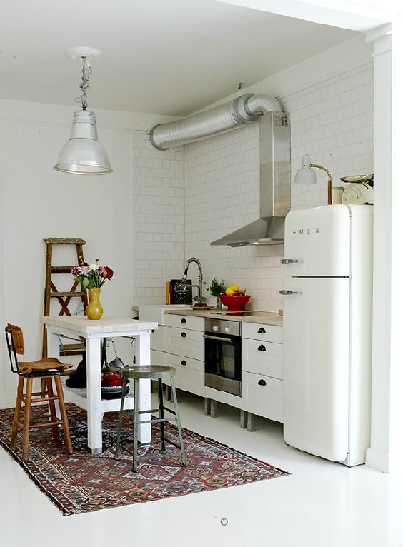 This kitchen belongs to the owner of the amazing swedish shop Dusty Deco: http://www.dustydeco.com/