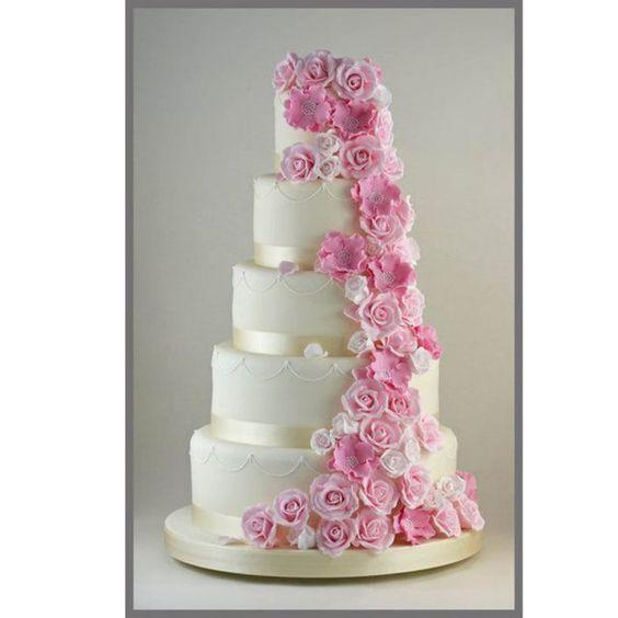 Gâteau de mariage 4 étages avec des roses