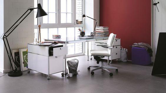 Glasschreibtisch mit Klarglasplatte und Chromgestell mit Schreibtischbeinen aus Rundrohr Bueromoebel Metall Rollcontainer mit Hängeregistratur und extra Metall Schublade
