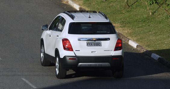 Durante o período em que ficou na garagem de UOL Carros, registramos a média 5,9 km/l na cidade e 8,9 km/l na estrada, com etanol; quer números melhores, use gasolina: 8,5 km/litro na cidade e 12,9 km/l na estrada