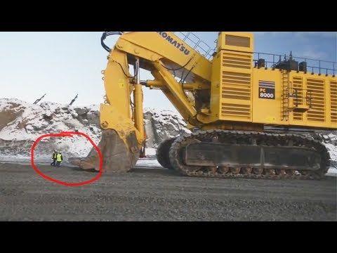 World Biggest Equipment Monster Liebherr Mining Excavator Bucket Process Youtube Excavator Buckets Youtube Excavator