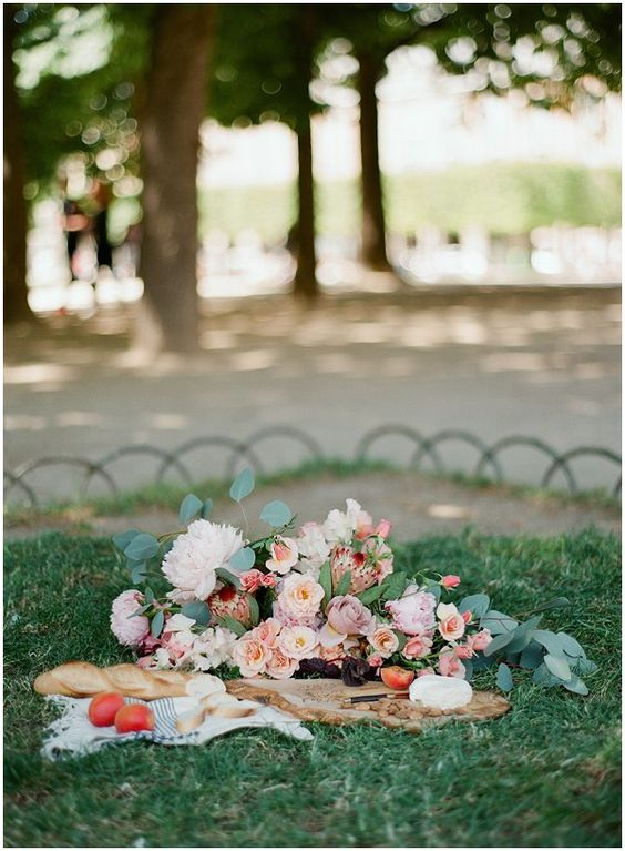 Romantic picnic in Paris | Image by Sophie Epton Photography