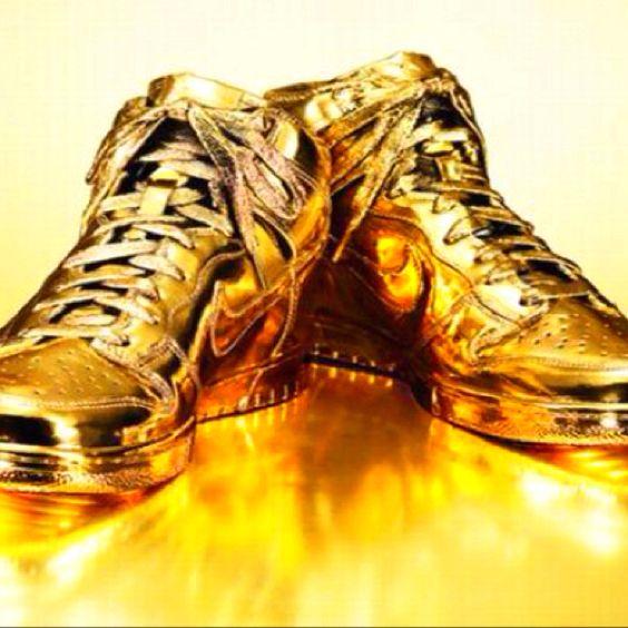 gold hyperdunks