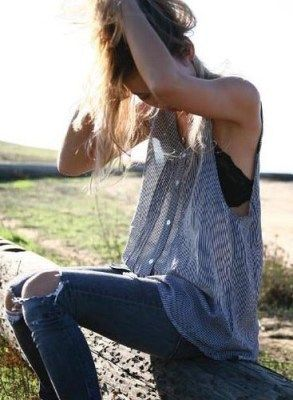 Loose tank + jeans + visible bra  - basically my philosophy for ever outfit.