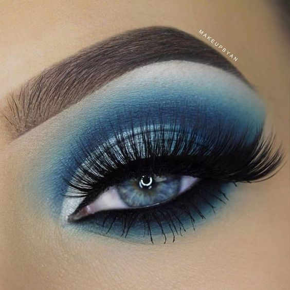 Stunning blue eye makeup