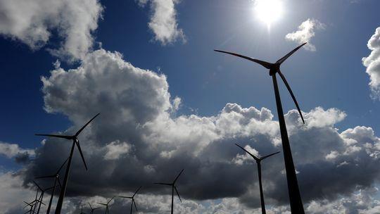 Kompetenzstreit blockiert Energiewende.  Deutschlands Umbau der Energiewirtschaft kommt nur mühsam voran. Heute will die Kanzlerin die Ministerpräsidenten überzeugen. Drei Beispiele zeigen, wo es hakt.