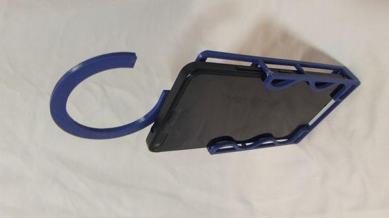 Suporte para celular fabricado em plástico, podendo ser personalizado, redimensionado e impresso em outras cores. Este é para o modelo Microsoft Lumia 640.