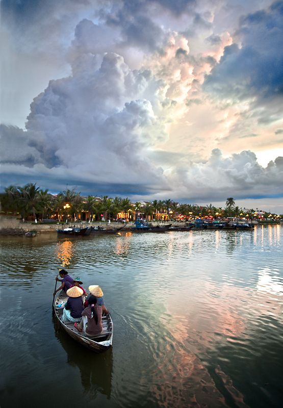 The boat and the cloud - Hoi An, Vietnam: