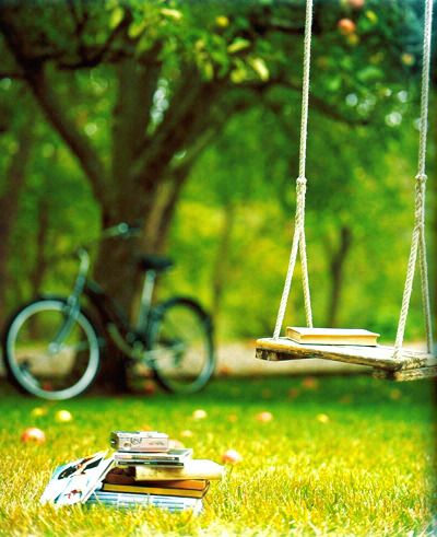the freedom of a swing in summer.for some reson.. this picture makes me so happy(::