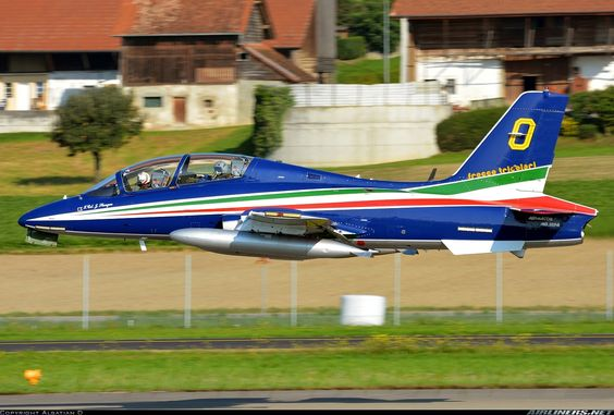 Itália - Patruglia Aerea Nazionale. Aeromacchi MB-339PAN