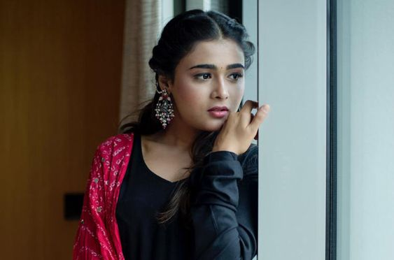 Actress Shalini Pandey Latest Photos