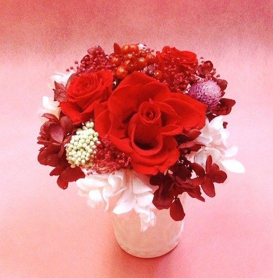 「お友達の家に遊びに行く時」や「ご馳走になる予定の時」や「ほんの気持ちのプレゼントを渡したい時」などに!1,赤い色のお花は小さくても存在感があり、華やかです。...|ハンドメイド、手作り、手仕事品の通販・販売・購入ならCreema。