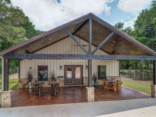 Outdoor Kitchens Have Long Been Popular In The Warm Climate Of Australia And The Trend Of Al Fresc Barn Style House Metal Building Homes Pole Barn House Plans