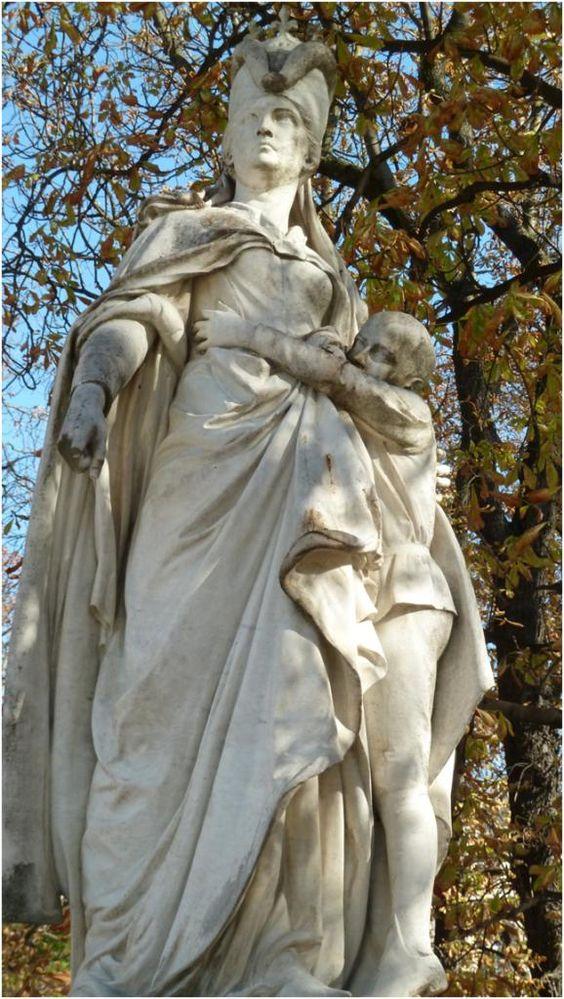 La statue de marguerite d 39 anjou jardin du luxembourg - Statue de la liberte jardin du luxembourg ...