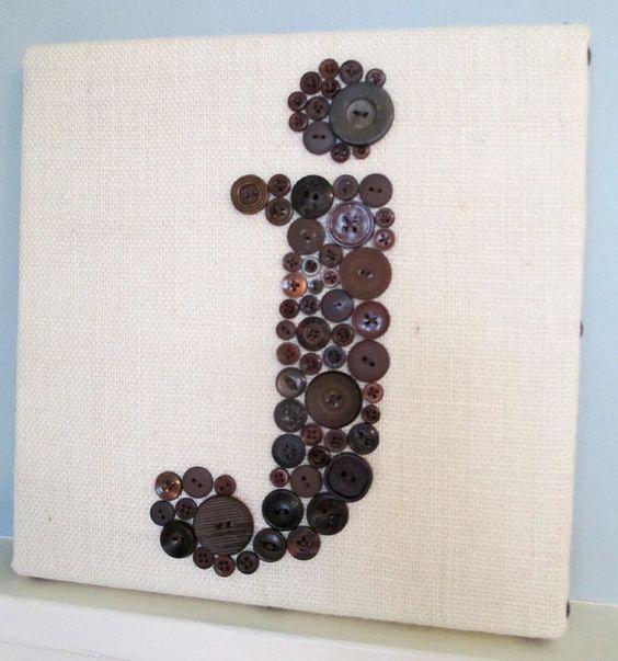 Bouton de crèche Art lettre bouton marron par letterperfectdesigns