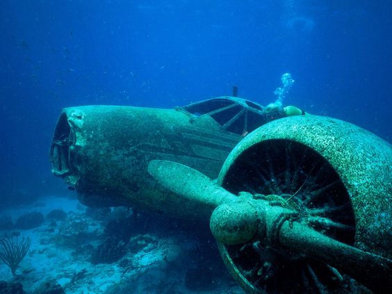 air-planes-crashed-underwater