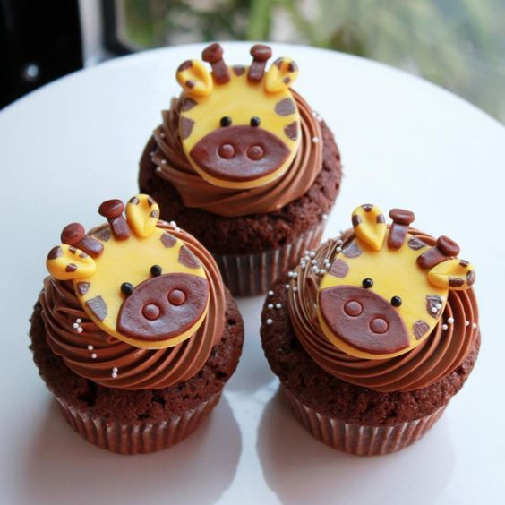 Giraffe desserts | Super cute giraffe cupcakes