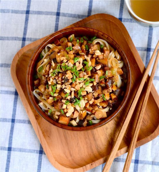 Vegetarian Dan Dan Noodles by appetiteforchina: Rustic, simple and packed with flavor! #Noodles #Sichuan #Dan_Dan #appetiteforchina