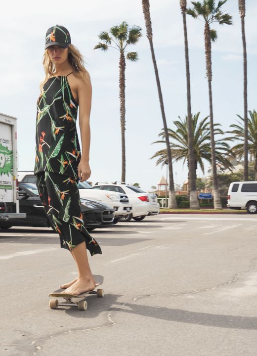 & Other Stories | Do as our California muse Annie McGinty and take the tropical sun with you wherever your go.