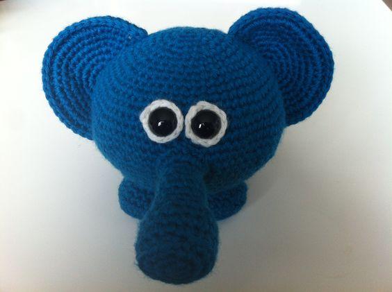 Gehaakte olifant met rammel in z'n buik en toeter in z'n snuit : yodorien.blogspot.com