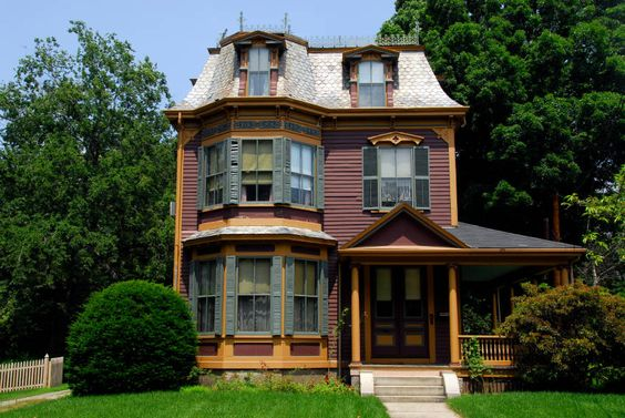 Second empire architecture history and photos victorian for Mansard style homes