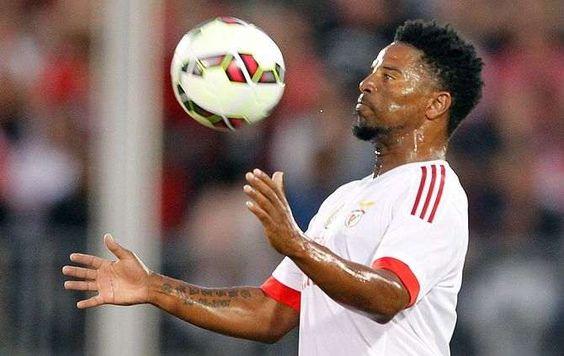 O Benfica realizou no Vila Belmiro o único treino de preparação para o jogo desta noite (20.05 horas, Portugal Continental), com o Santos, partida que assi
