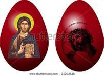 .Someone Please Set A Christmas Centerpiece With The Season Color Eggs.