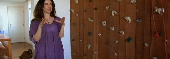 A atriz Fernanda Torres mostra a reforma que a dupla Bernardes & Jacobsen fez em seu apartamento
