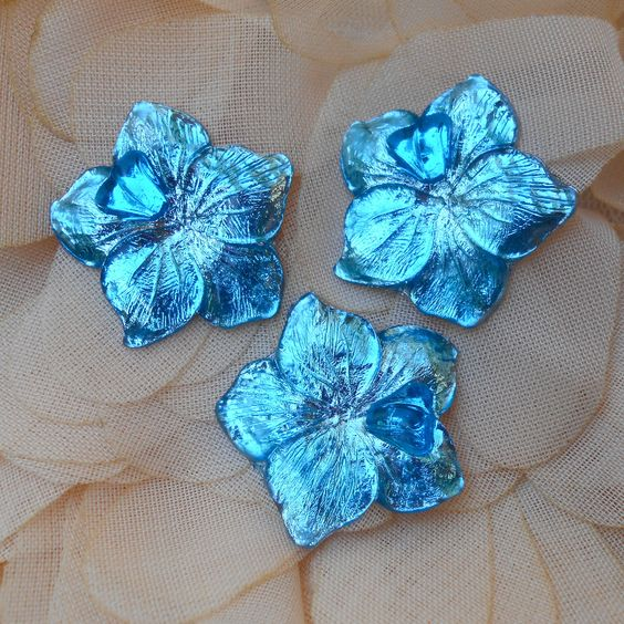 LOT de 2 CABOCHONS FLEUR 25 MM Authentique Vintage en Lucite Transparente BLEUE Métallisée : Cabochons, demi-perles par kit-and-shop