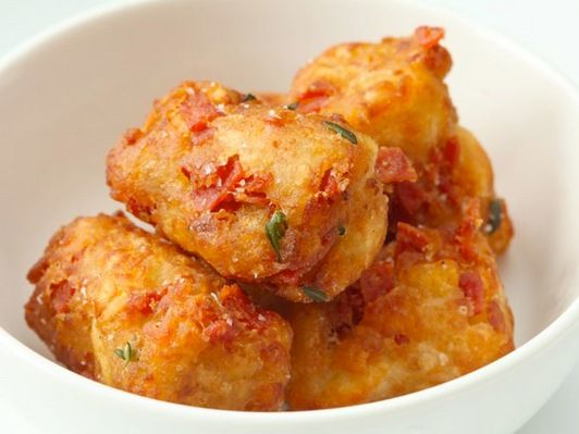 Pepperoni Pizza Tots: To the basic Tater Tots recipe, add a tablespoon ...