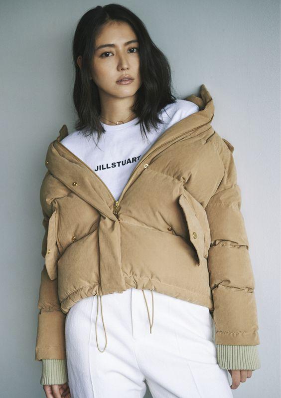 ショート丈のダウンジャケットがオシャレな長澤まさみさん