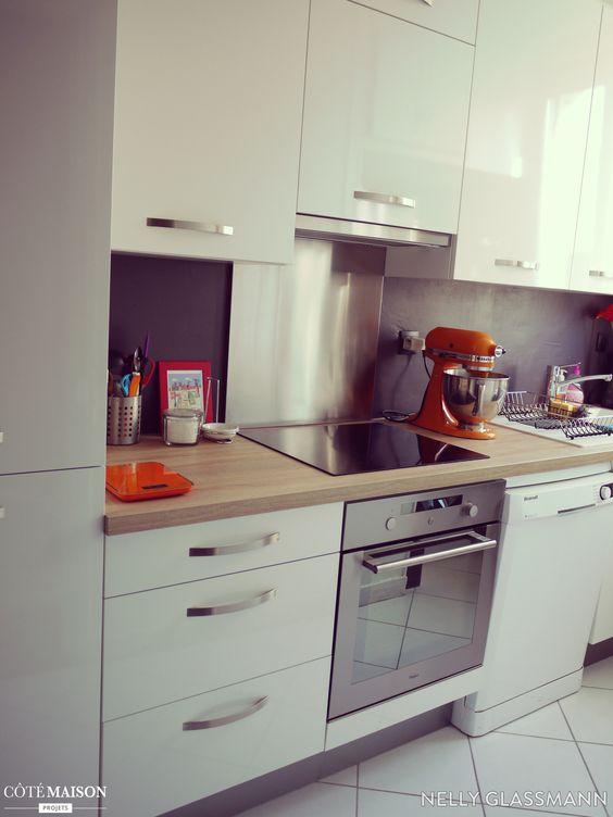 Une cuisine mobalpa avec fa ades blanc laqu et plan de travail en bois clai - Changer les facades d une cuisine ...